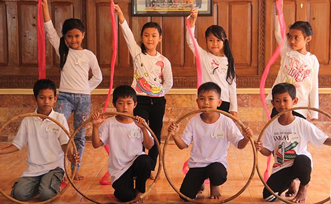 Teman Dasasila, Program Edukasi Bantu Warga di Desa Buddhis