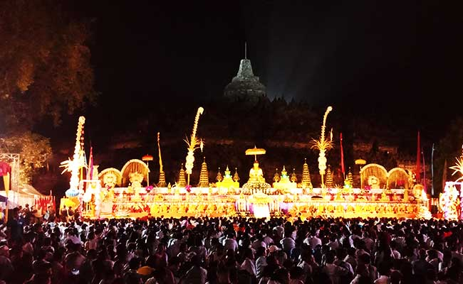 Kemeriahan Waisak di Candi Borobudur