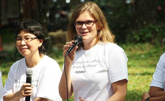 Caroline Schneider Berbagi Pengalaman Menjalankan Meditasi