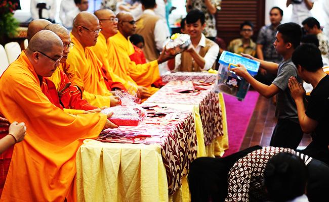 Perayaan Kathina Wihara Ekayana Serpong Berlangsung Khidmat