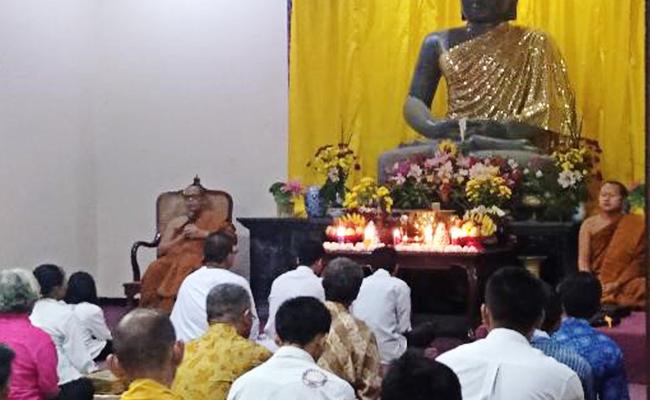 Kathina di Vihara Dhammapala Deplongan, Semarang
