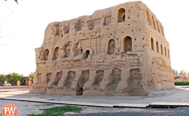 Dua Menara Buddhis di Daerah Islam Xinjiang