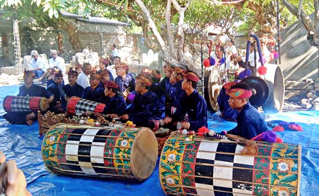 Meski Usai Gempa, Umat Buddha Vihara Dhamma Vinaya Lombok Tetap Lakukan Sangha Dana