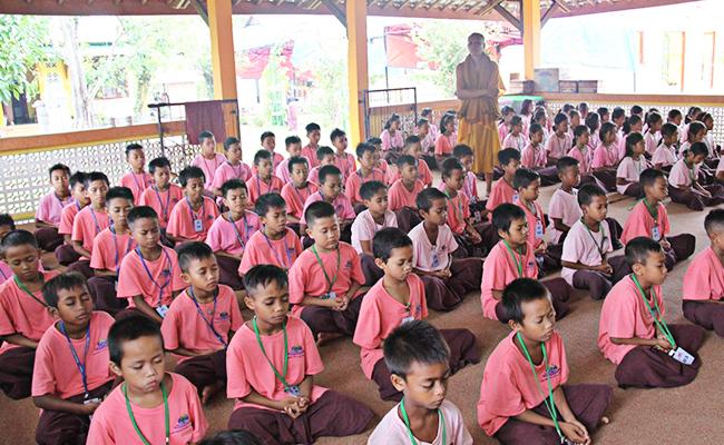 Meski Dilanda Gempa Tak Berkesudahan, Anak-anak Vihara Buddhavamsa Lenek Tetap Tekun Belajar Dharma