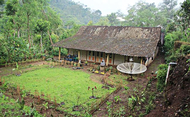 Melihat Dusun Buddhis, Krecek