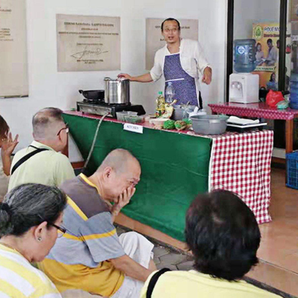 Indo Nesian Tradisi Onal Medicine Suruhan Obat: BuddhaZine Veggie Day, Upaya Meningkatkan Nilai Sayur