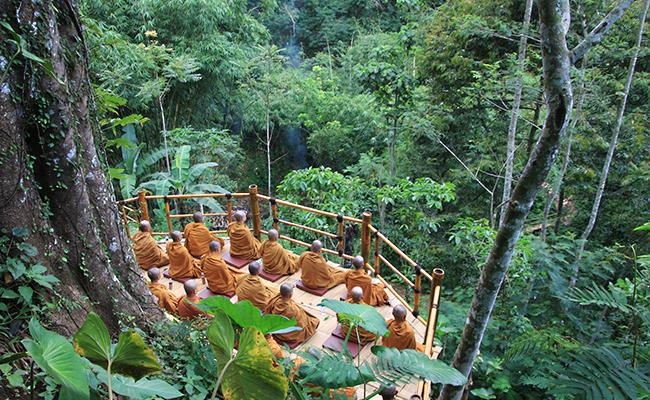 Pesona Dusun Buddhis, Krecek