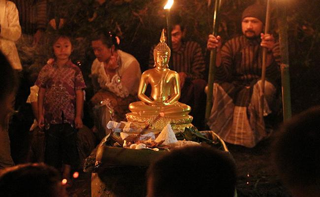 Menyesap Keheningan Waisak diDusun Buddhis, Krecek