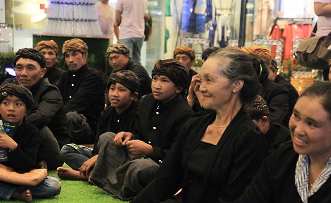 Umat Buddha Suku Tengger Waisakan di Kota Surabaya