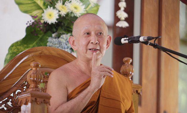 Bhikkhu adalah Seorang Pertapa yang Menjalani Hidup Sederhana