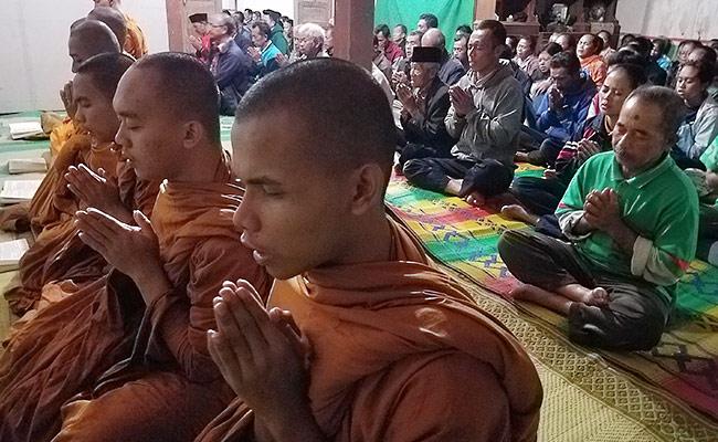 Umat Buddha Sampetan Boyolali Lestarikan Tradisi