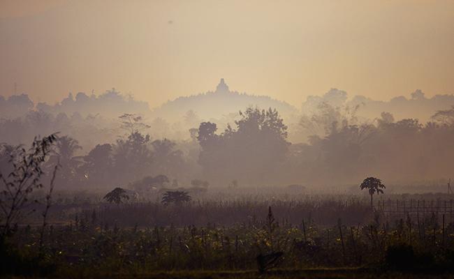 10 Foto Menarik Candi Borobudur dari Berbagai Sudut