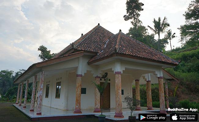 Indahnya Vihara Dhamma Giri Kumara, Delen