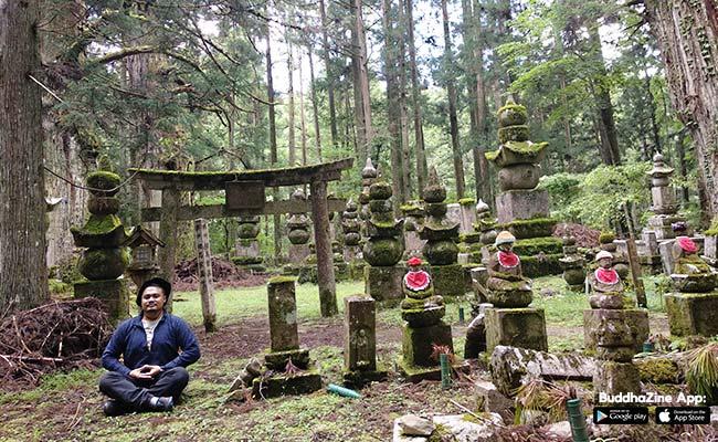 Nengok Jizo yang Imut dan Warna-warni di Kuburan yang Sunyi