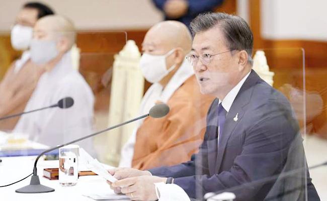 Presiden Moon Meminta Dukungan Buddhis bagi Harapan Penyatuan Kembali Korea