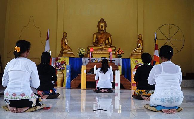 Warna Baru Umat Buddha Vihara Dhamma Kerti Banyuwangi