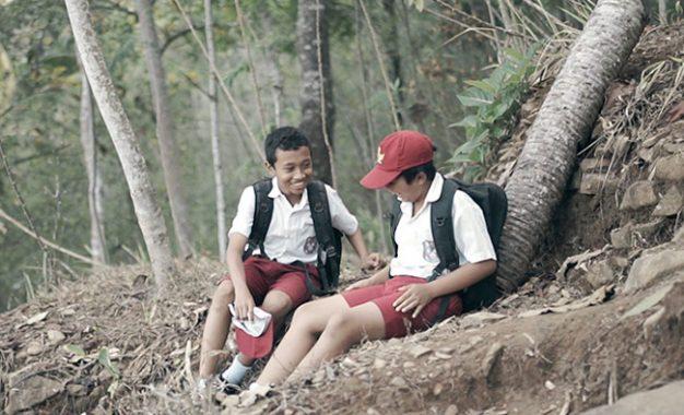 Dupa 2: Gambaran Persahabatan Otentik Anak Desa