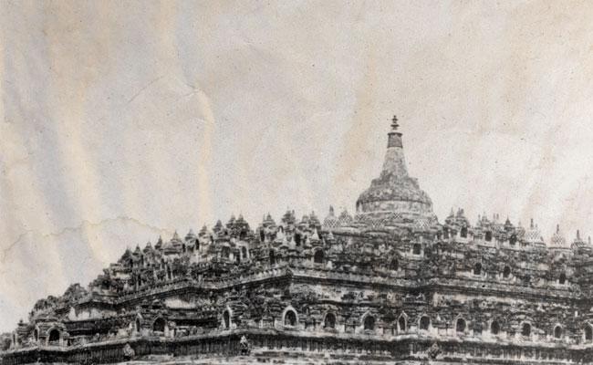 Stupa Borobudur dan Chattra