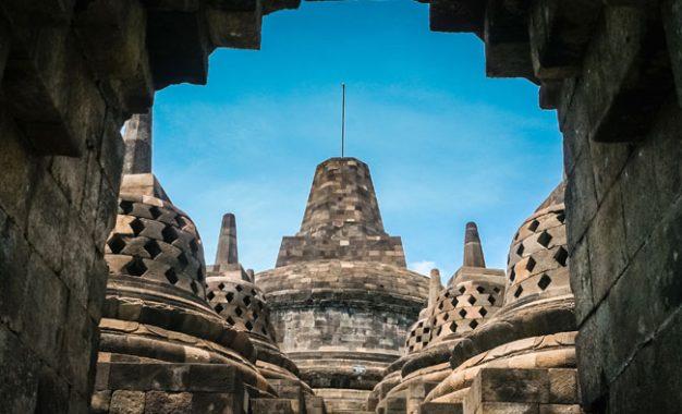 Polemik Chattra (Payung) di Stupa Induk Borobudur