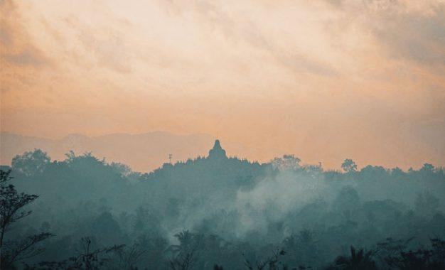 Candi Borobudur Tempat Suci Umat Buddha