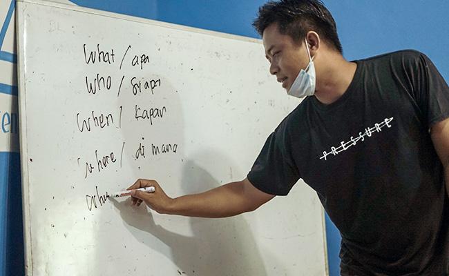 Belajar Menulis di Akademi BuddhaZine