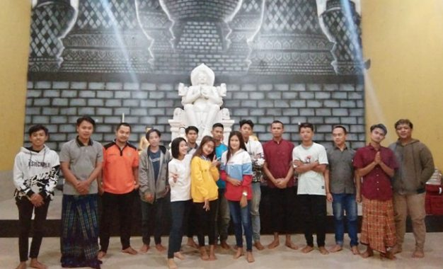 Pemuda Buddhis Desa Bentuk Problem Equal God