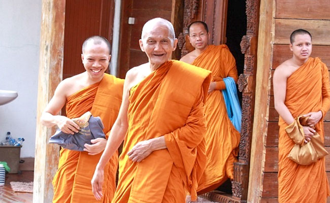 Sebutan bagi Biksu Senior