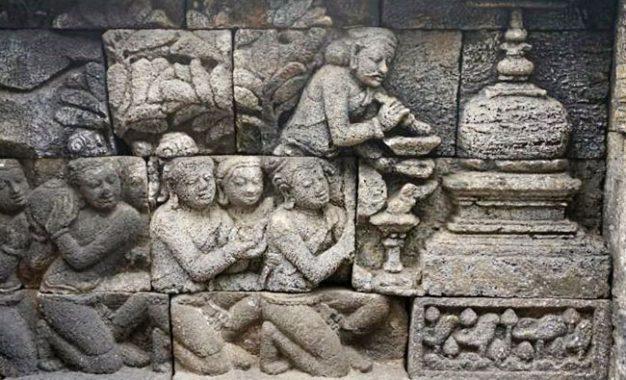 Apakah Borobudur Sama Sekali Asing dengan Stupa Ber-Chattra?