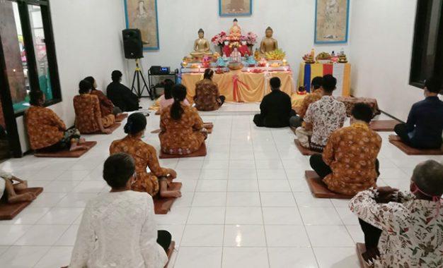 Kenduri Dalam Perayaan Waisak  Umat Buddha di Vihara Virya Manggala Tanjung